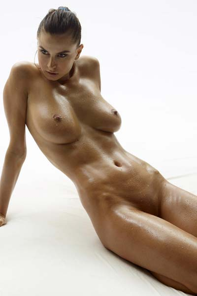 Superb Marisa gets all oiled up and poses naked