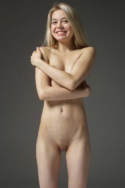 Fantastic blonde Margot flaunts her naked assets