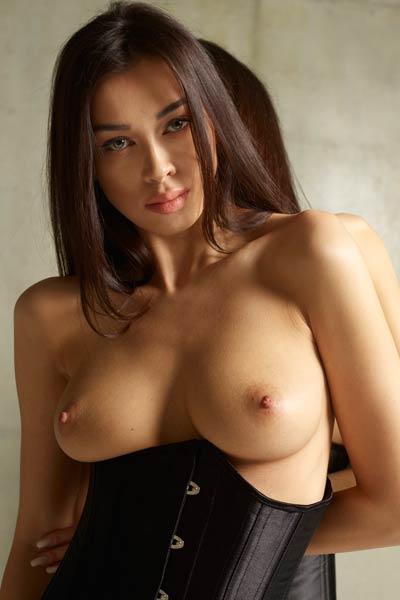 Nicolette has one of the most seductive all natural physiques that she enjoys showing off