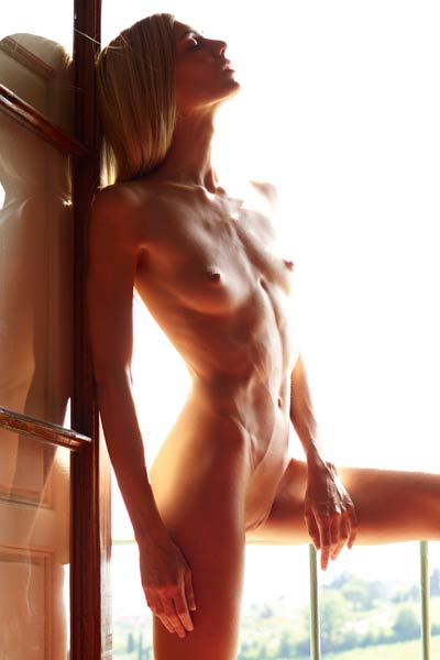 Smoking hot babe presents her perfect figure as she poses by the window