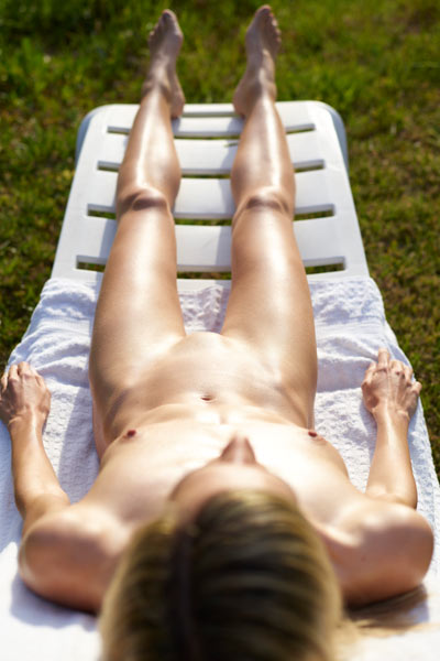 Skinny babe Francy is waiting outdoor for an erotic massage