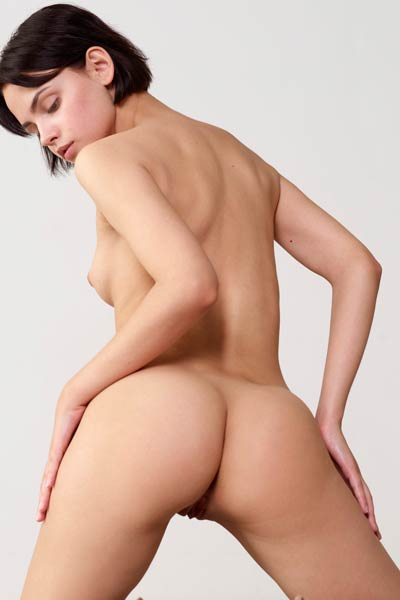 Short haired chick showcasing her hot rounded booty and sweet love hole