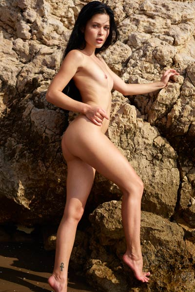 Belle gives herself a brake with nice posing on nude beach