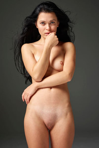 Delightful dark haired vixen amaze us with her perfectly shaped body