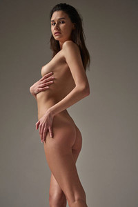 Slim fit brunette Cristin is letting us see her body curves nicely