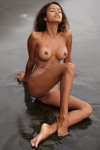 Classic beauty bares a smoking hot body with rounded breasts in shallow water