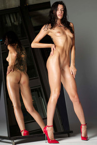 Tempting brunette vixen flaunts her tight body in front of the mirror