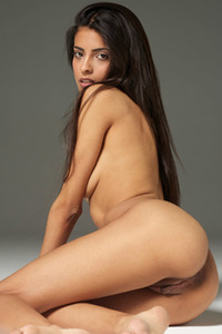 Slim chick Clau displays her titties and love holes while posing nude